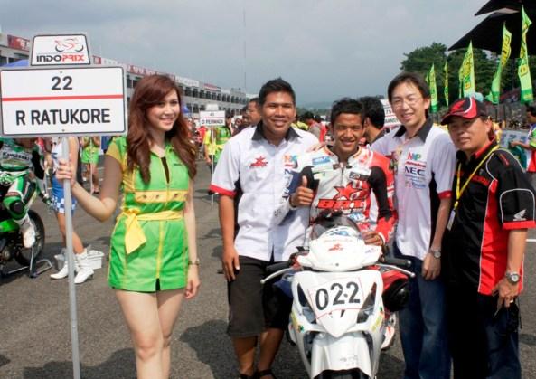 Handy Hariko(AHM), Burstono L(Bintangmotor) & Komar(BRT) bersama Rey Ratukore 'Optimis jadi Juara'